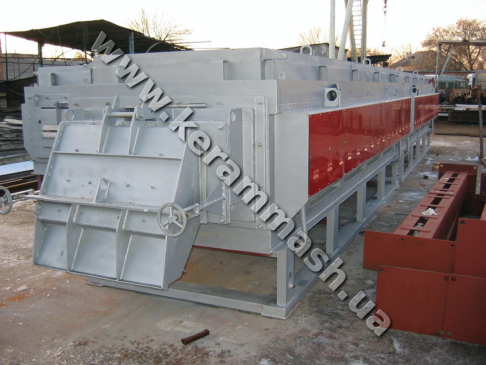 Industrial drawing furnace for the chemical heat treatment