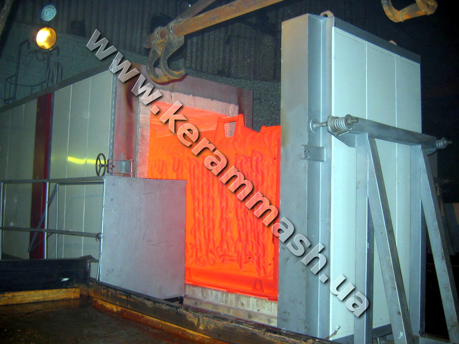 The industrial specialized chamber furnace for anchor chains heat treatment