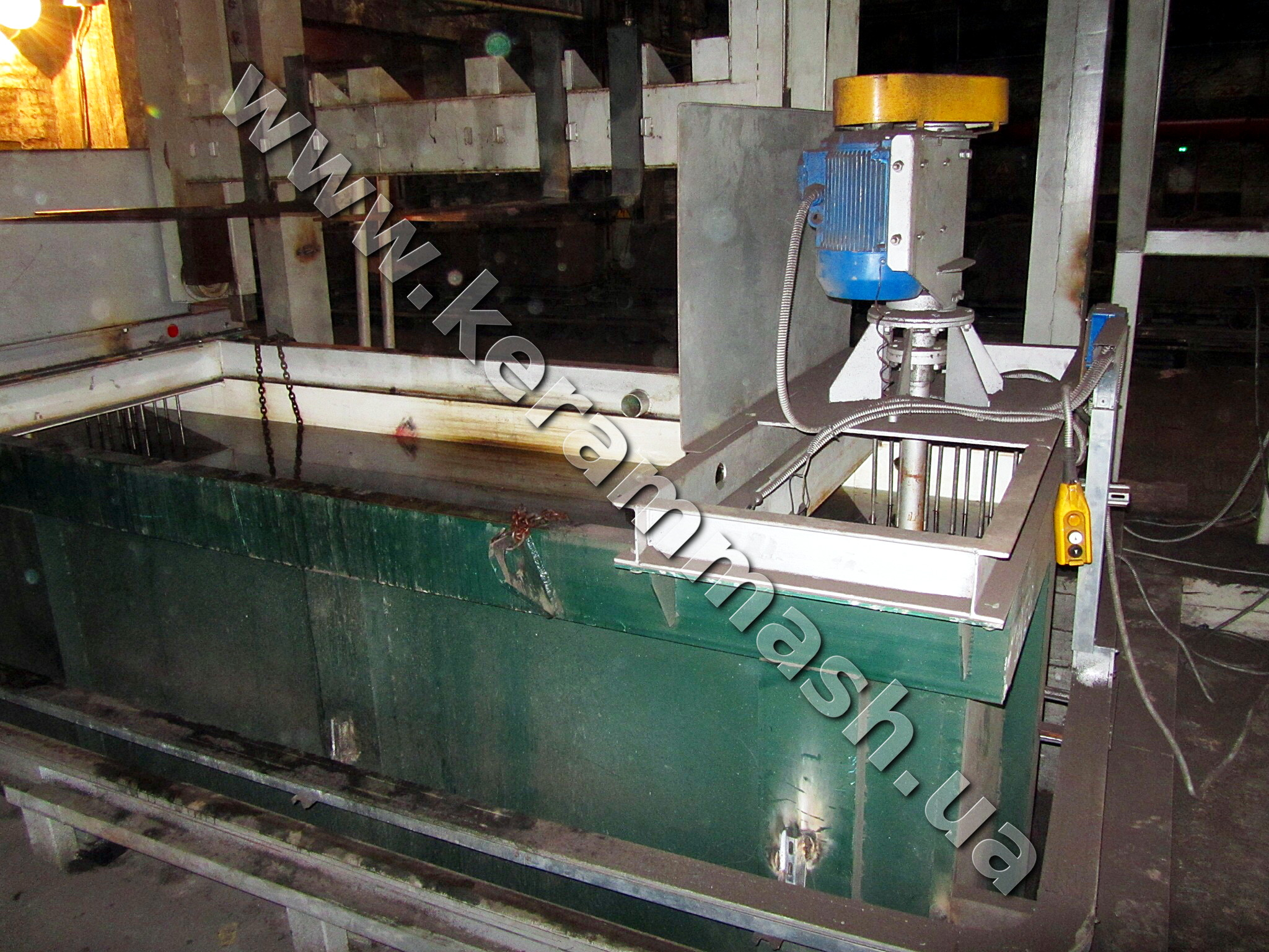 Quenching tank for hardening
