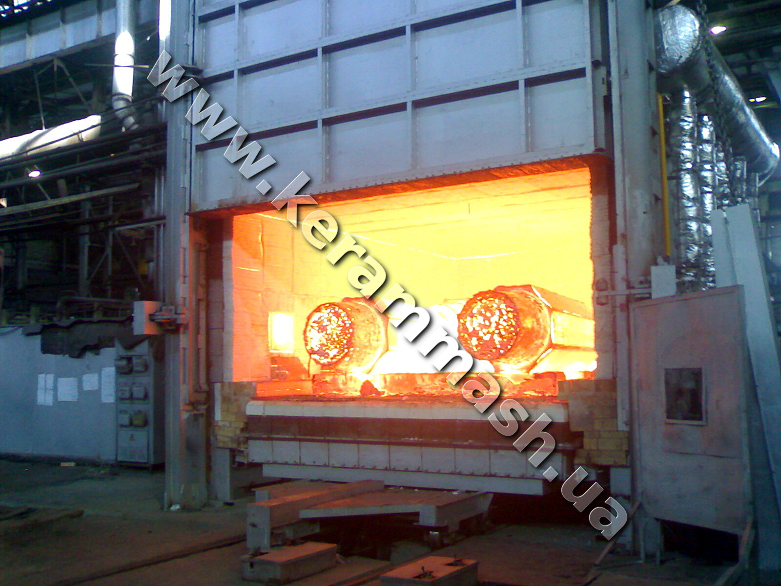 Industrial gas chamber bogie hearth furnace for heating for forging